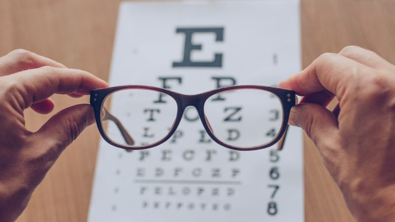 4 Tips to Finding an Optician in the UK