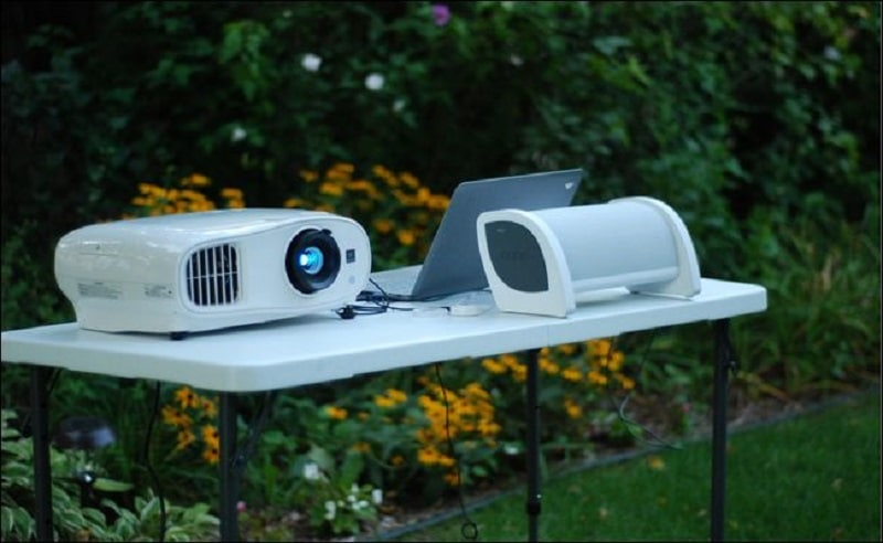 projector to speakers